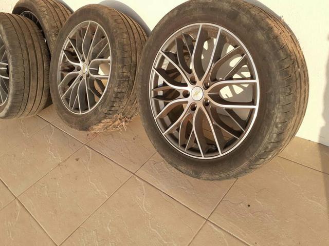Rodao aro 20 com pneus em otimo estado - Foto 3