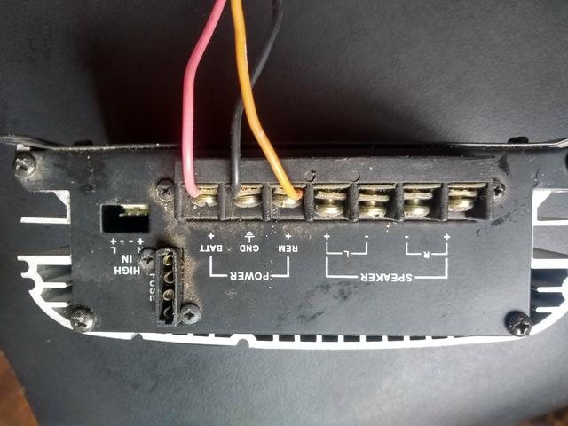 Amplificador de som automotivo