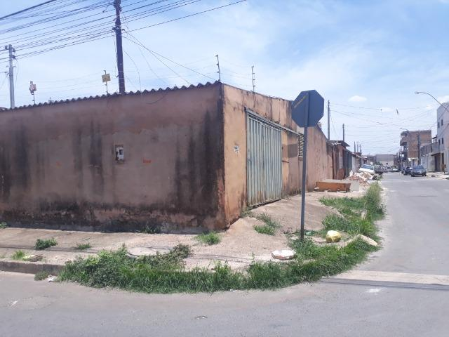 Vende-se ótimo lote 147 mts esquina comercial com const simples na qs 11 Areal