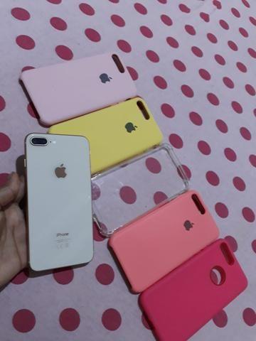 Troco iPhone 8 Plus só venda acompanhar somente carregado! - Foto 3