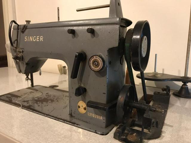 Máquina Singer industrial de Costura e Bordados - Foto 4