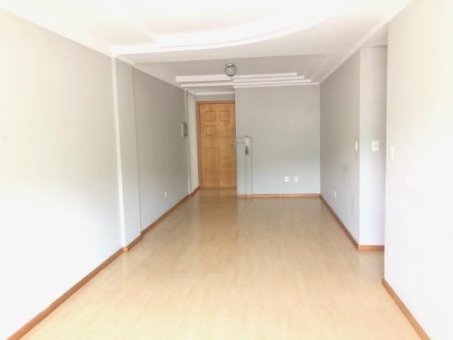 Suíte mais dois dormitórios e duas vagas de garagem lateral - Foto 3