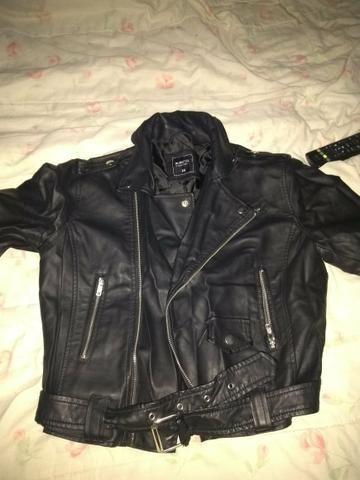 c4eb6f465 Tenho essas jaqueta para vender ela é nova nunca usada tamanho m ...