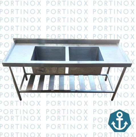 Mesa com cuba inox