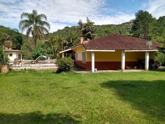 Sitio com 20.000 m²,bela casa,imenso lago e espaço para criações - Foto 3
