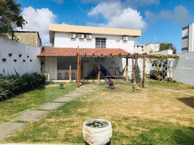 Casa 4 quartos, sendo 3 suítes, reformada no centro - Foto 2