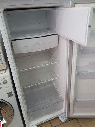 Refrigerador Eletrolux. 240L. - Foto 4