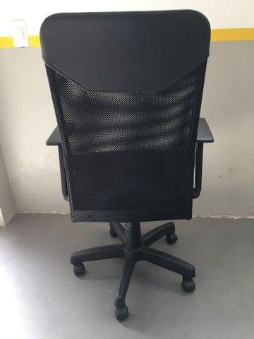 Cadeira Presidente Tela Mesh Black Giratória Escritório Home Office  - Foto 3