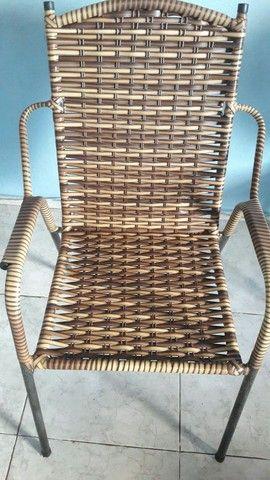 Vende-se duas cadeiras semi-nova - Foto 2