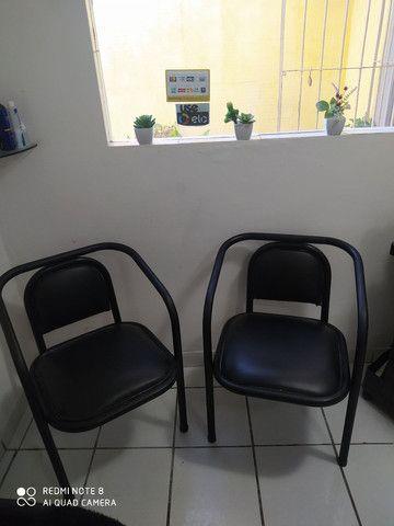 Vendo essas duas cadeiras 80 reais - Foto 2
