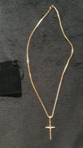 Cordão com crucifixo banhado a ouro 18k - Foto 2