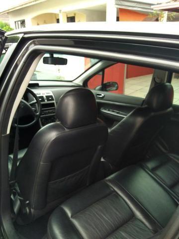 Vendo Peugeot 307 Presenc ano 2006 com ar direção airbags interior em couro valor 18000 - Foto 11