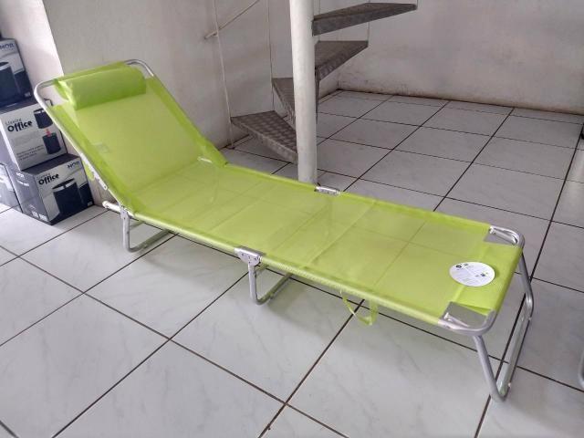 Espreguiçadeira dobrável com alças para facilitar o transporte - Foto 2