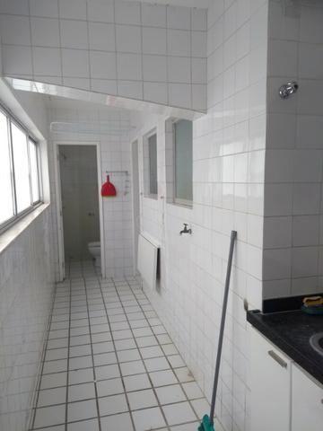 Apto - Petrópolis - 140m2 - 3 quartos sendo uma suíte - 2 vagas -SN - Foto 9