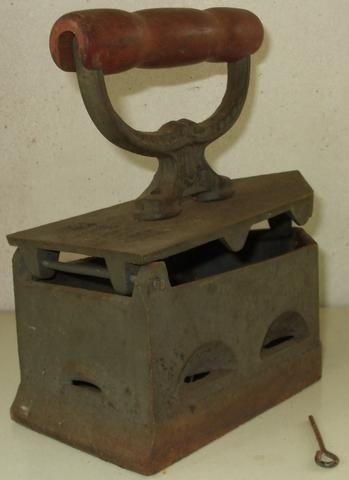 Ferros de Passar Antigos Dois Modelos com mais de 60 anos Originais em Excelente Estado - Foto 5