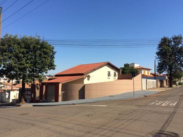 Casa  com 3 quartos - Bairro Alpes em Londrina