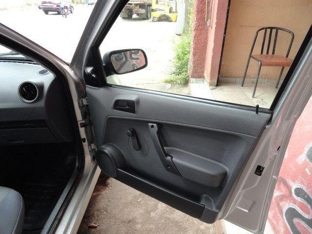 VW Gol 1.0 2011/2012 com ar condicionado - Foto 17