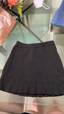 Duas saias, sendo uma jeans e uma de tecido é um short. 50$ as três peças