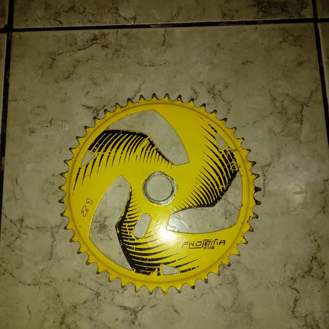 Coroa de bicicleta amarela - Foto 3