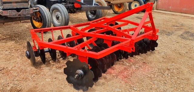 Grade Niveladora Hidráulica Massey Ferguson 24 discos de 18 polegadas - Trator