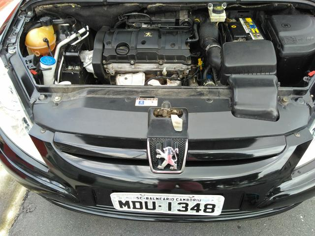 Vendo Peugeot 307 Presenc ano 2006 com ar direção airbags interior em couro valor 18000 - Foto 8