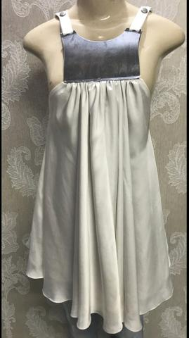 Bata Caos, linda, medieval, tamanho P, seda - Foto 2