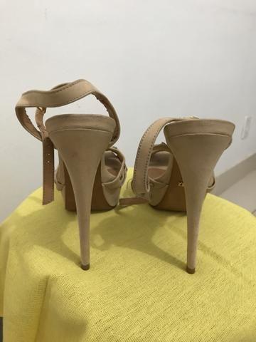 Vendo sandálias da marca Schütz todas muito bem conservadas. - Foto 5