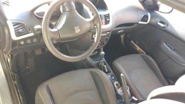 Vendo Peugeot 207 - Completo Ano 2010 - Foto 2