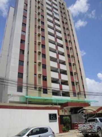 Apartamento com 3 dormitórios para alugar por R$ 1.700,00 - Jardim Renascença - São Luís/M