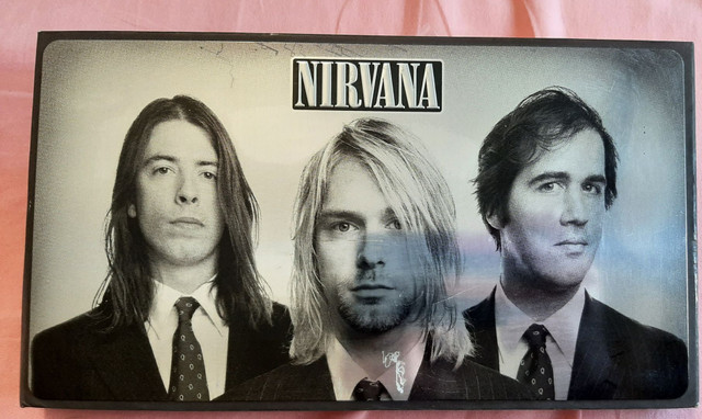 Box Nirvana - With The Lights Out (3 CDs, 1 DVD e 1 livro)