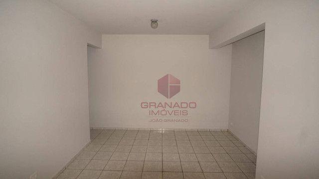 Apartamento com 3 dormitórios para alugar, 70 m² por R$ 1.300,00/mês - Zona 07 - Maringá/P - Foto 3