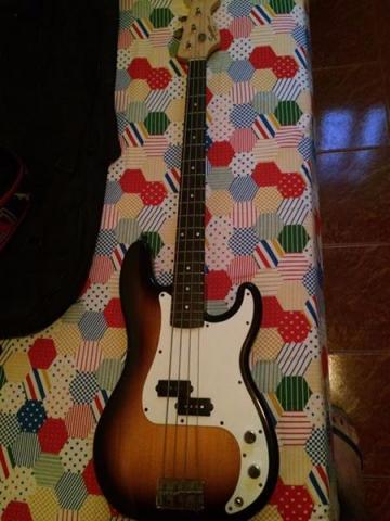 Baixo Squier P Bass by Fender 4 cordas