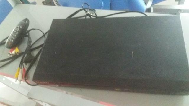 DVD e toca CD, c/cabeamento/controle