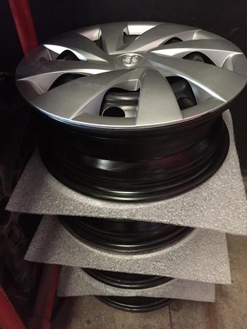 Vendo 04 rodas aro 14 Toyota Etios com calotas originais - Foto 2
