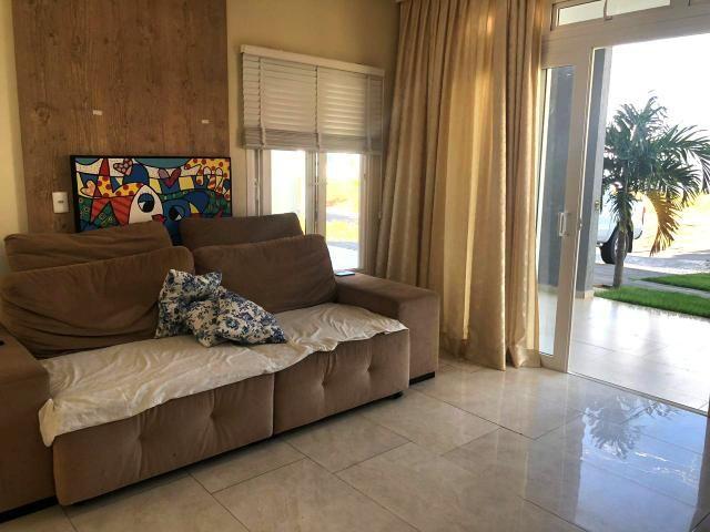 Casa no Condomínio Alphaville, com: 3 quartos, sendo uma suíte com closet