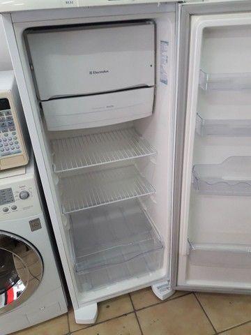 Refrigerador Eletrolux. 240L. - Foto 2