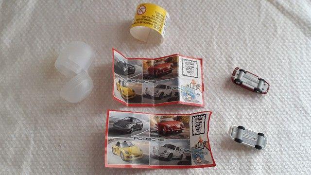 Jogo Kit de Carrinhos Porsche Colecionáveis Kinder Ovo modelos: Speedster e Carrera RS - Foto 3