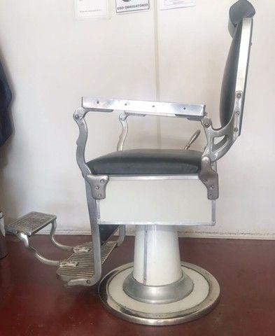 R$ 4.900 Cadeira de barbeiro reclinável.  - Foto 6