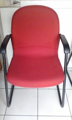 Cadeira com braços fixa giroflex