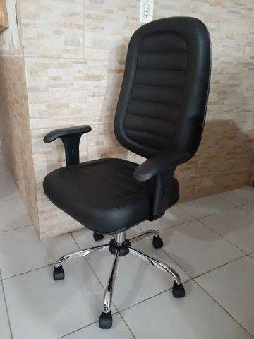 Cadeira Giratória Presidente Costurada  - Foto 3