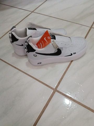 Tênis Nike Air force tamanho 35 - Foto 2