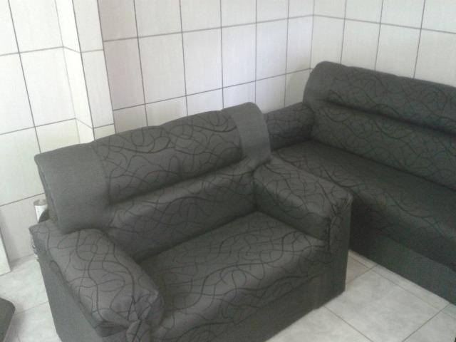 Conjunto de sofás 2 e 3 lugares em tecido. Novo sem uso. Ideal para ambientes com pouco es