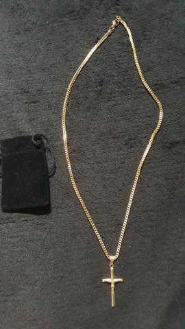 Cordão com crucifixo banhado a ouro 18k