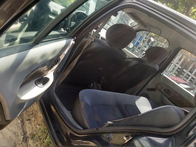 Renault sedã 2005 quitado 12xno cartão - Foto 9