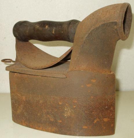 Ferros de Passar Antigos Dois Modelos com mais de 60 anos Originais em Excelente Estado - Foto 2