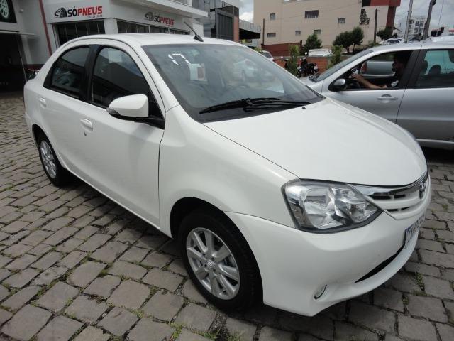 Toyota Etios impecável