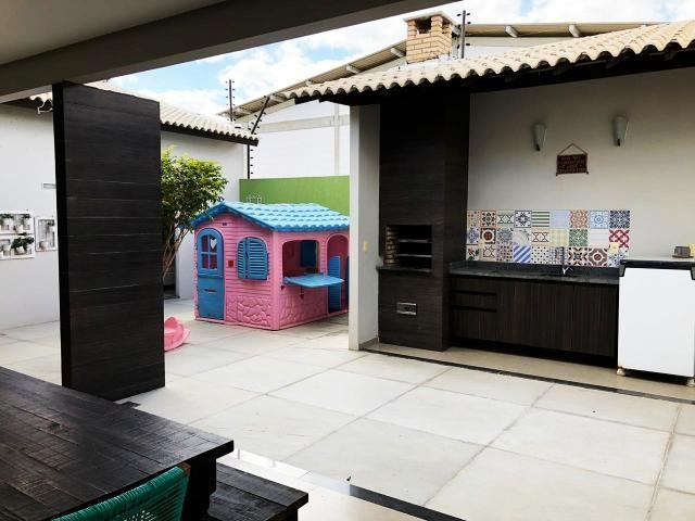 Casa em condomínio fechado, em terreno 15X20, com: