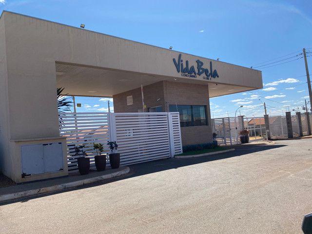Vende se casa em Condomínio Fechado na região do Portal Shopping saída pra inhumas