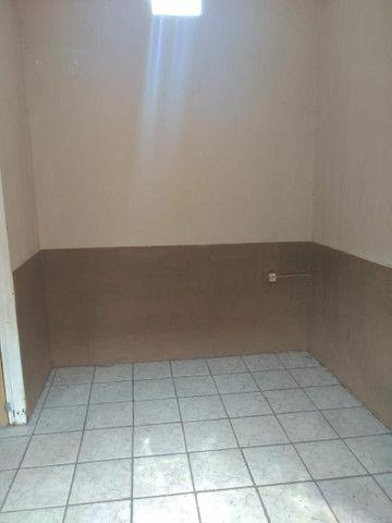 Casa de esquina com três kitinetes - Foto 4