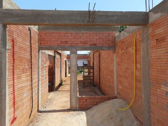 Casa em alvenaria está em fase de construção.  - Foto 2